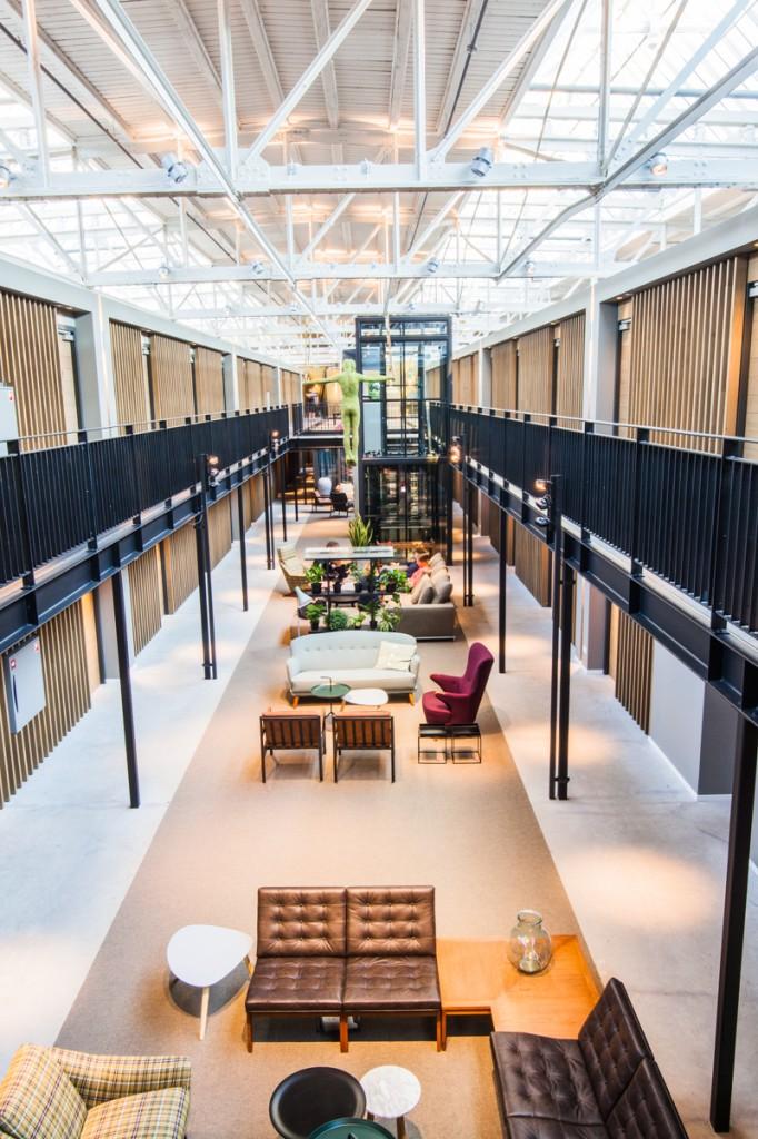 Hotel De Hallen Lobby 1 682x1024 - Hotel de Hallen in Amsterdam
