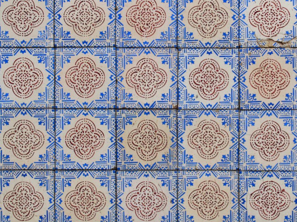 Pretty tiles in Porto