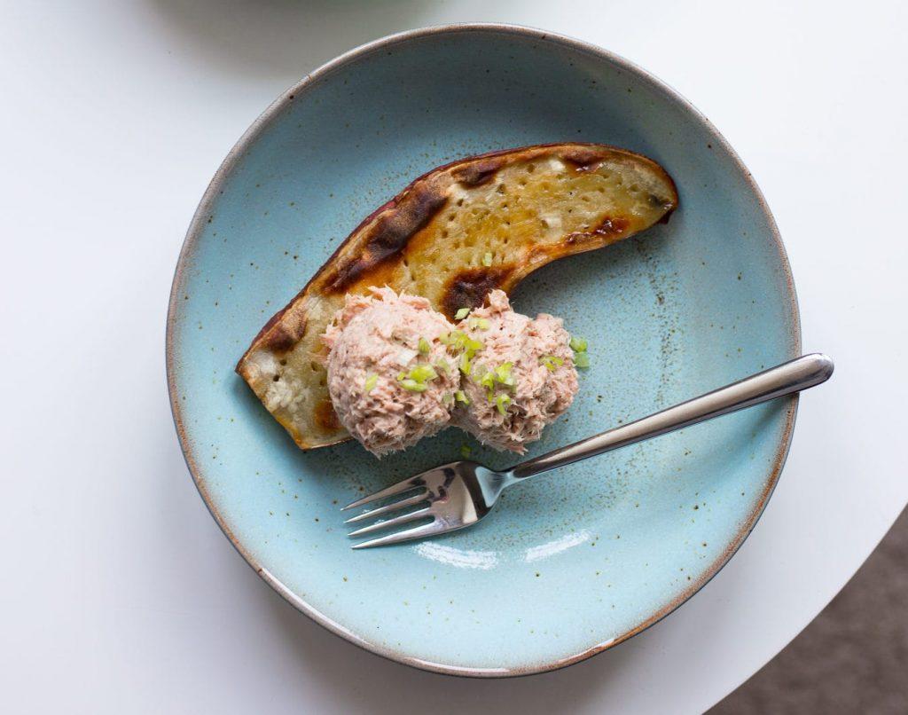 gepofte zoete aardappel tonijn