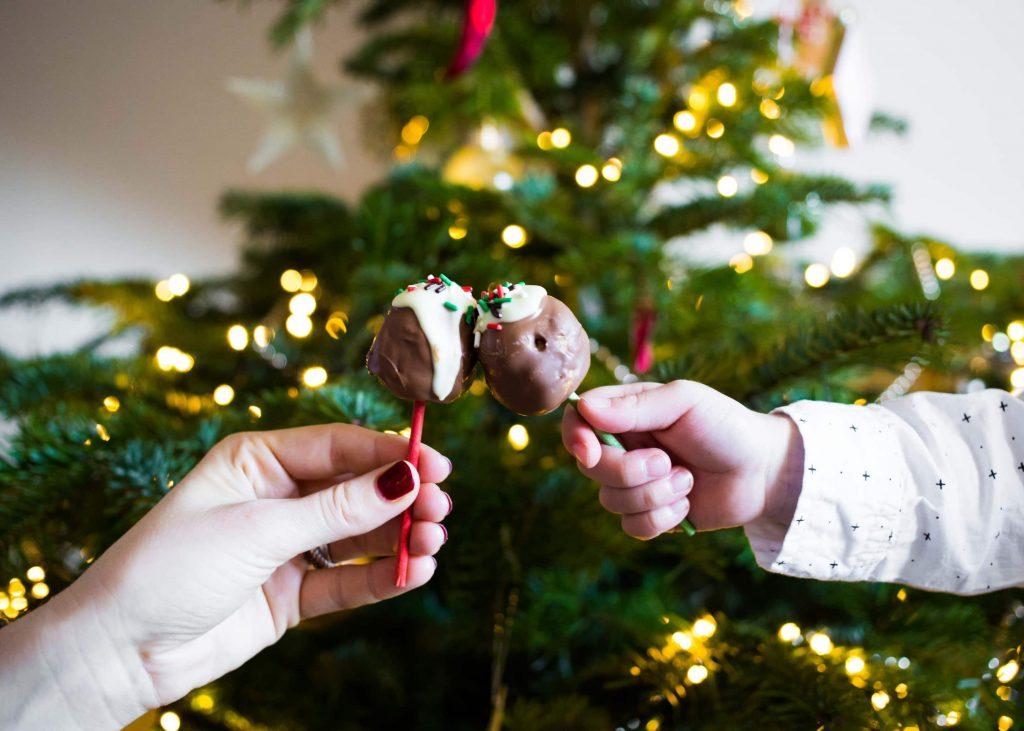 eetbare kerstballen 2 1024x731 - Recept voor chocolade kerstballen