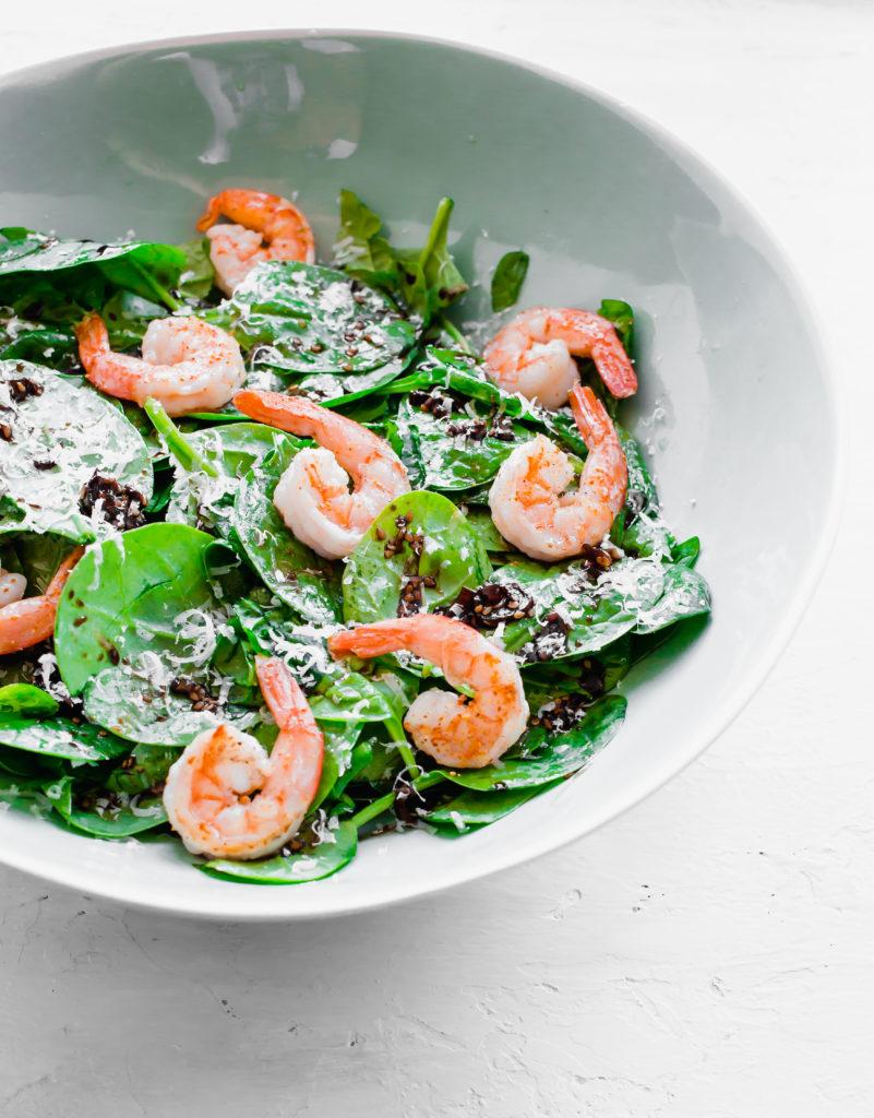 izakaya spinazie salade 1 801x1024 - Izakaya spinazie salade met gegrilde garnalen