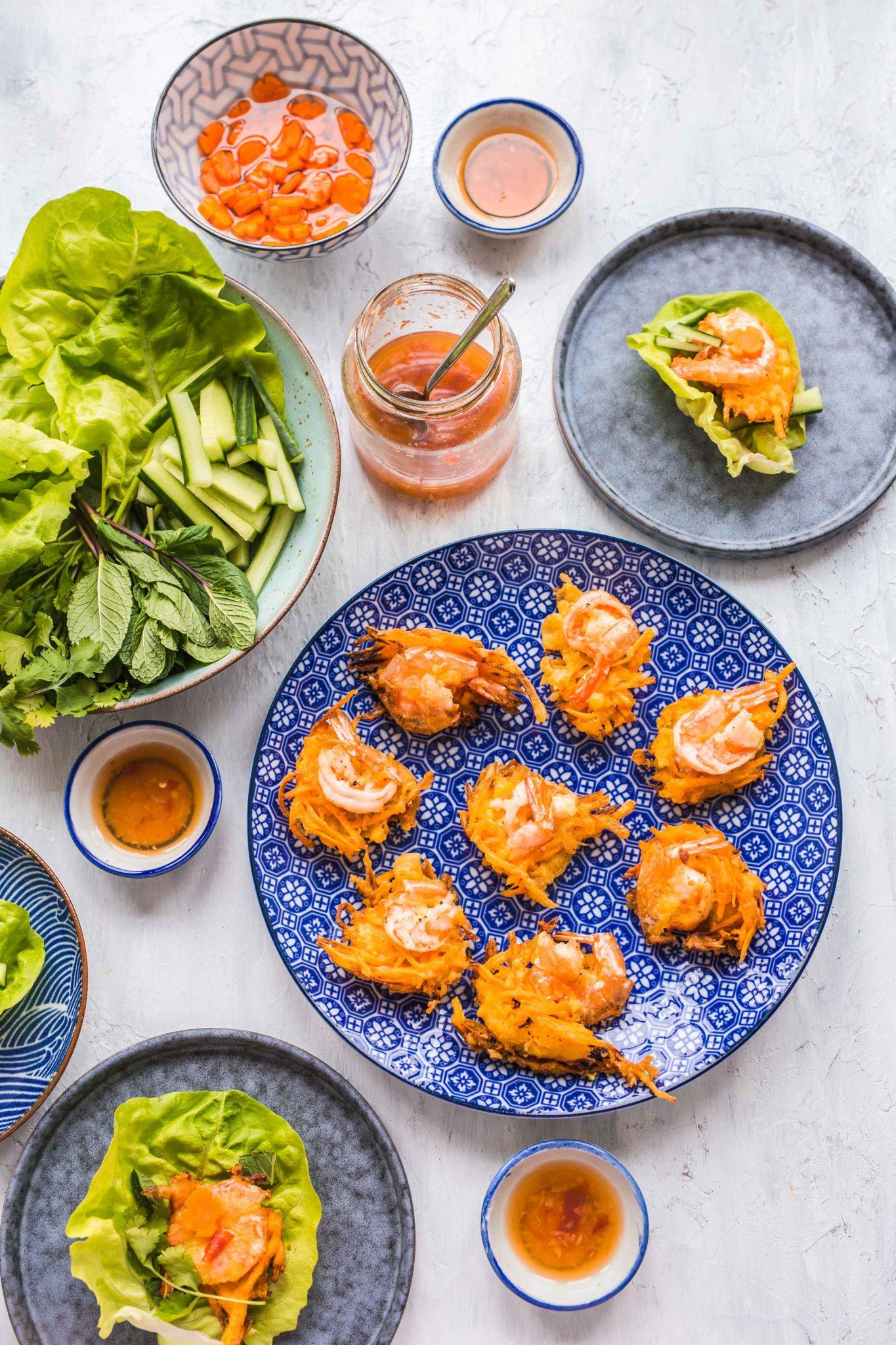 Banh tom Vietnamese zoete aardappelnestjes met garnalen