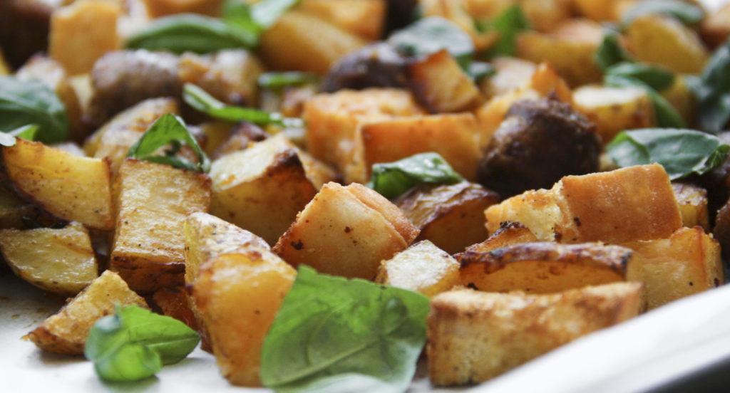 ovenschotel met worst 1 1024x552 - Recept: Ovenschotel met worst, aardappelen en ciabatta