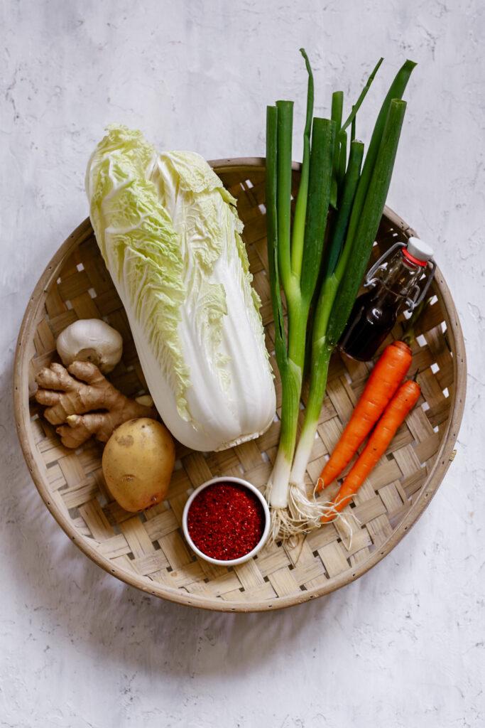 13B350F5 379C 4A9E 8626 67AB8752CD8A 683x1024 - Vegan kimchi van Chinese kool en wortel