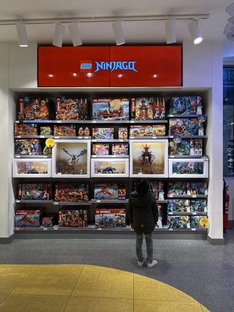 87C7BBCD 5F0B 48A5 85A8 1BF80DEEDC0E 768x1024 - Lego store Amsterdam, een top uitje met kids