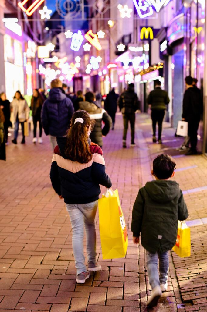 B77ECD4D BC16 40C7 87C5 7520F35DEE48 682x1024 - Lego store Amsterdam, een top uitje met kids