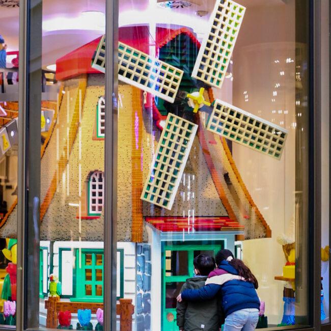 Lego store Amsterdam, een top uitje met kids