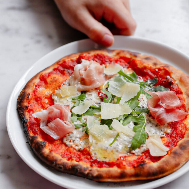 De pizzaiolo van Sage appliances – thuis echte pizza's bakken