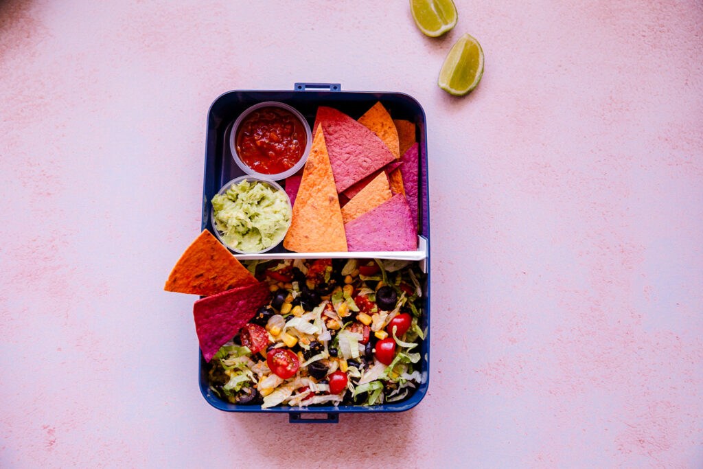 92EB83F6 F791 481F B92B 4696EDA0F7A9 1024x683 - Tex Mex salade met tortilla chips